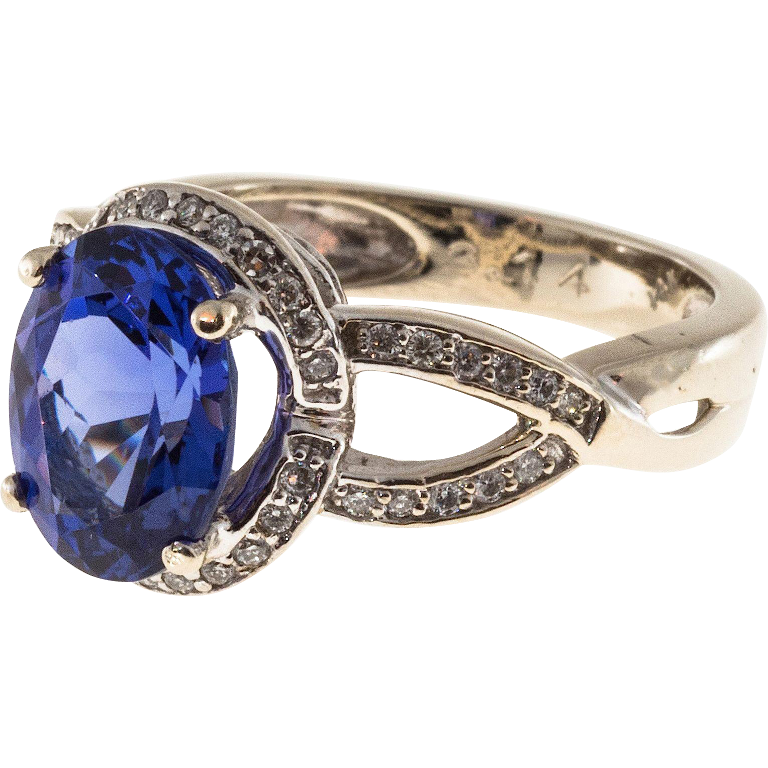 Oval Purple Blue Tanzanite Diamond 14 Karat Gold Ring