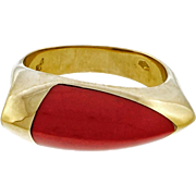 Coral 18 Karat Yellow Gold Saddle Ring