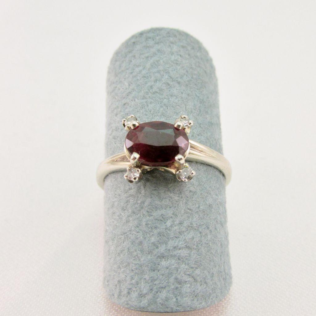 Vintage Ladies Garnet and Diamond Ring