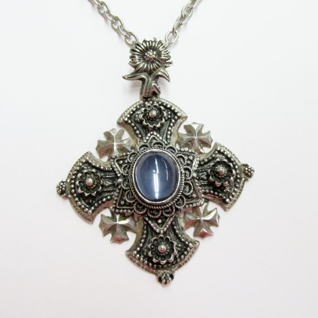 Ornate Estate Pendant with Cabochon Linde Star Sapphire