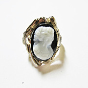 Ladies Onyx Cameo Ring