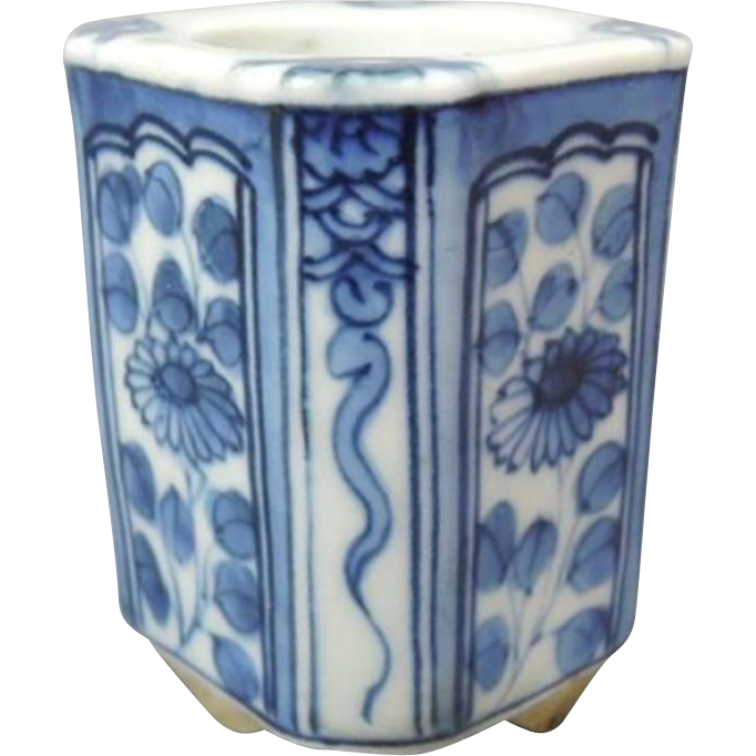 Unusual Japanese Contemporary  Arita- Hirado 平戸 Mikawachi Ware Porcelain Chakinto Case with Mushroom Bottom