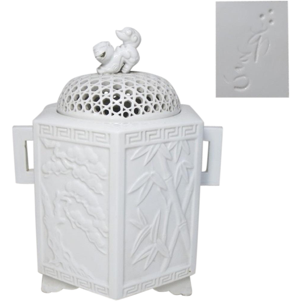 Hirado  平戸 Contemporary Porcelain Koro or Censer with Fine Relief Art by the Great 14th Moemon Nakazato 萌え男中里