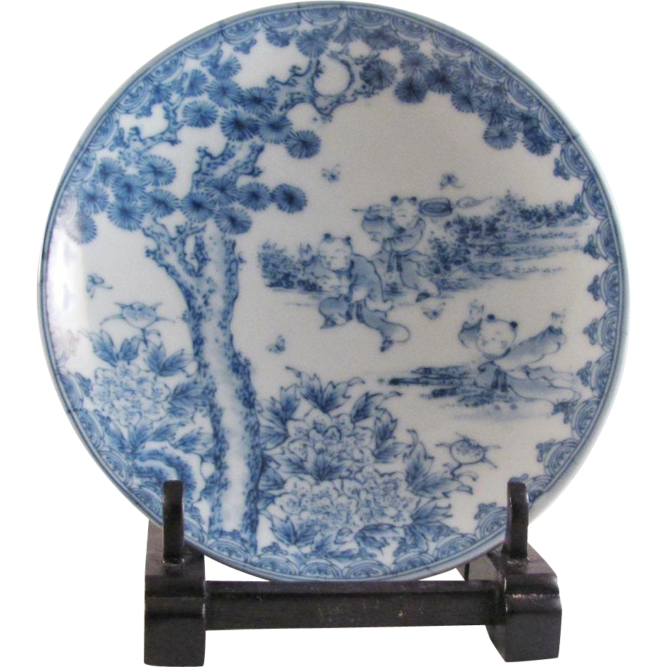 Japanese Antique Porcelain Plate with Three Karako Motif Signed 肥前 鍋島 or Hizen Nabeshima Hirado