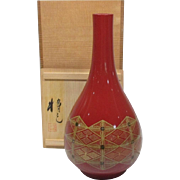 Fine Red Lacquerware Vase of Kinma Work 金馬 by  Living National Treasure Masami  Isoge Nosu 雅美 急げ