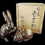 Japanese Vintage Pair of Bizen Pottery Okimono or Statue of Rabbits by Great Kimura Toho 木村陶峰