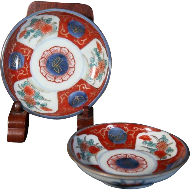 Japanese Antique ko-Imari Pair of Porcelain Plates decorated in Kawai Pattern