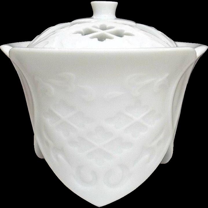 Japanese Contemporary Arita yaki 有田焼 White Porcelain Koro or Incense Burner