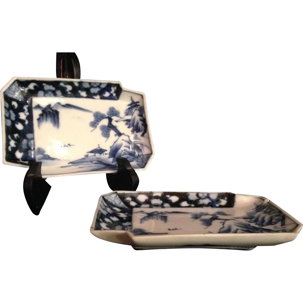 Japanese Antique Edo period Pair of Porcelain Plates from Famous Mikawachi Hirado Kasho- kiln