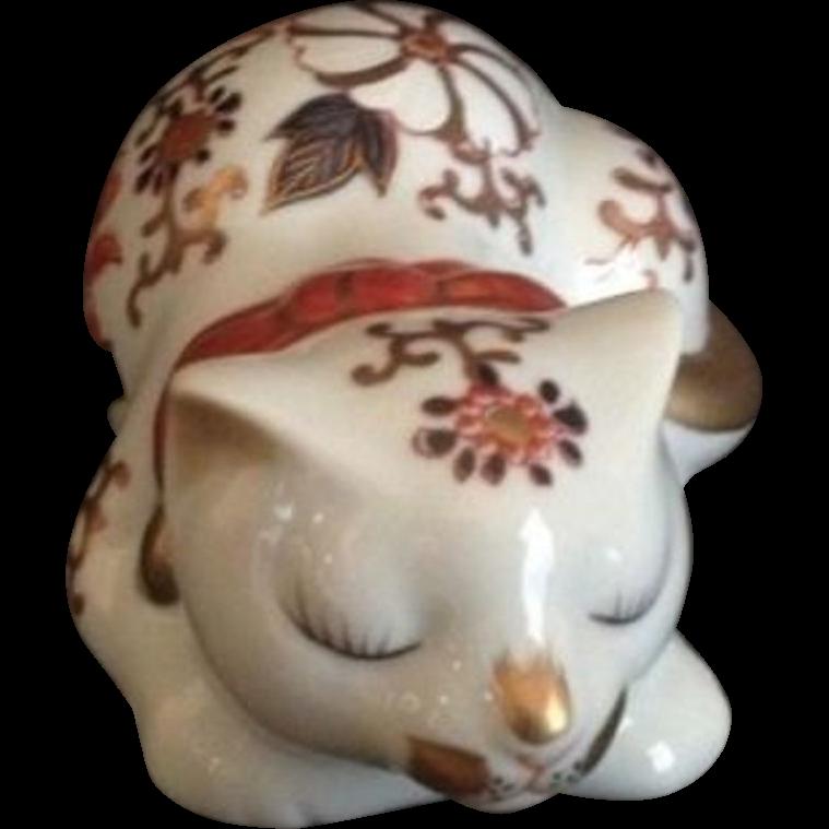 Japanese Vintage Imari Style Floral 猫 Neko or Cat Ornament or Statue