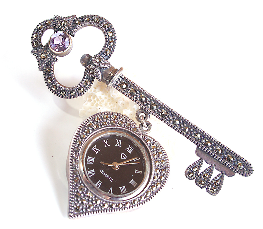 Skeleton Key Vintage Heart Working Watch Brooch Pin