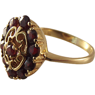 18K Garnet Vintage Ring