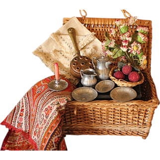 Petite Provincial Picnic Hamper with Contents