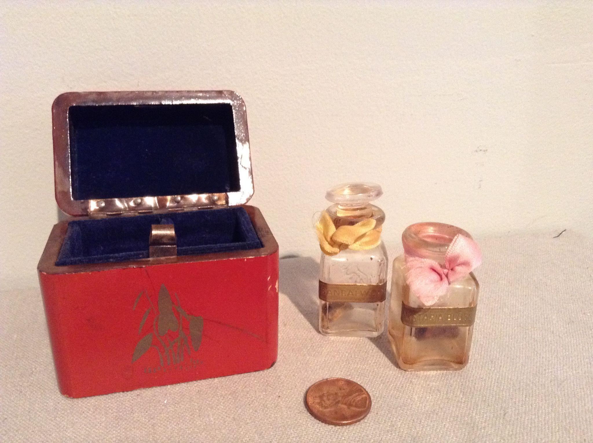 Petite Japanese Red Lacquered Box and Perfumes Vials for French fashion