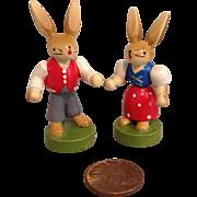 Pair of Wee Erzgebirge Bunnies