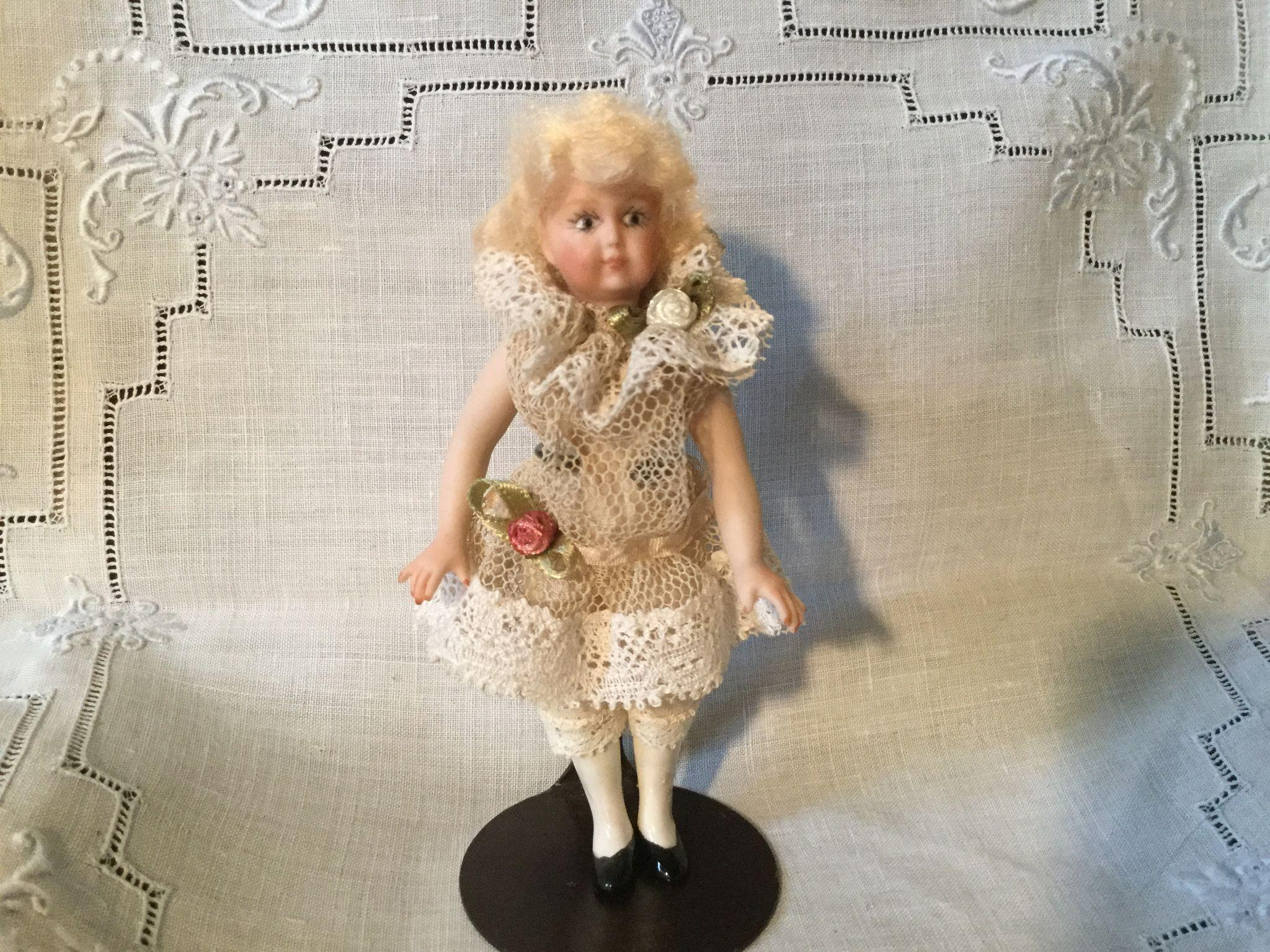 """True 1"""" to 12"""" Artist Doll House Doll"""
