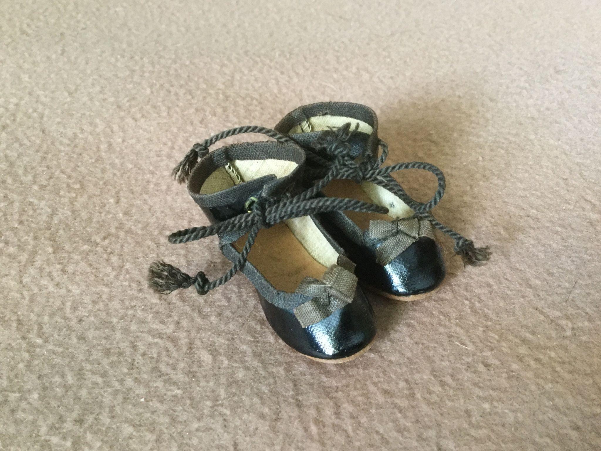 Wonderful Size 2 German Doll Shoes