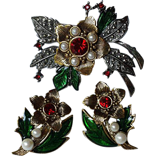 Vintage Christmas Poinsettia Flower Brooch & Earrings Set - BOOK PIECE Its's a Rich Christmas Signed AVON ~ Ships Free !