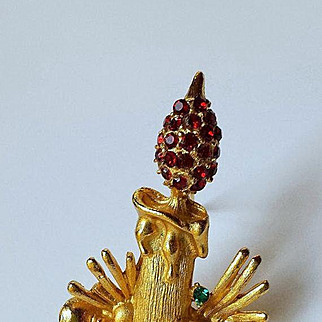 Vintage Gold Plate Christmas Candle Pin/Brooch, Red Rhinestones