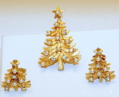 Signed MYLU BOOK PIECE Christmas Tree Pin Brooch Earrings Set AB Rhinestones Simulated Pearls Vintage Treasure ~EXCELLENT