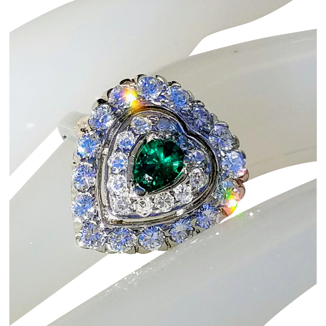 14K Heart-Shaped Diamond Emerald Art Deco Engagement Anniversary Ring 7