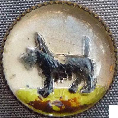 Small Intaglio Glass Scottie Dog Button