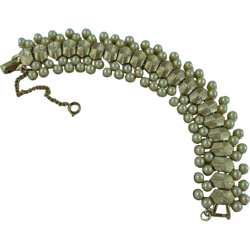Beautiful Coro Pearl Bracelet