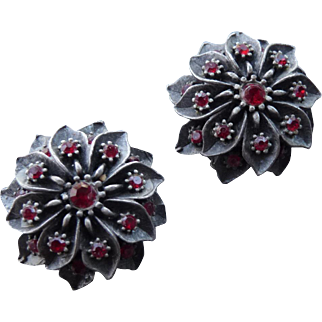 Beautiful Vintage Flower and red Crystal Clip Earrings
