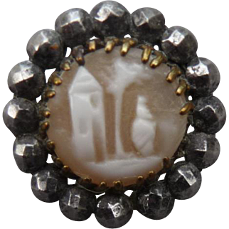 Lovely Vintage Cameo Button