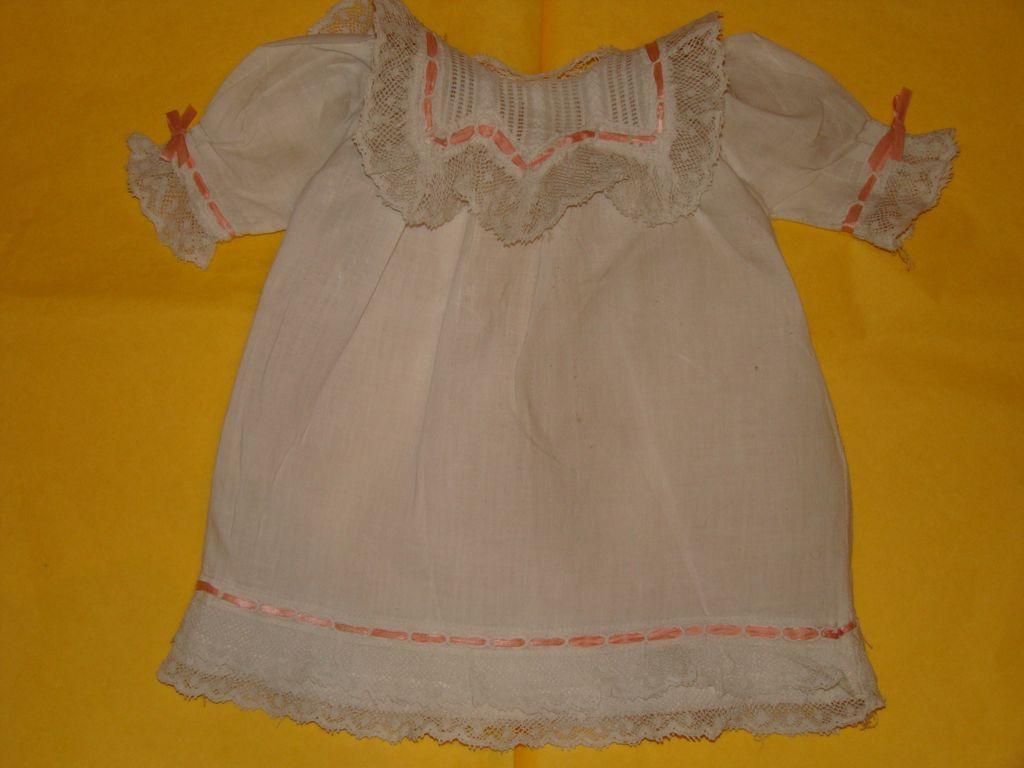 Marvelous  French factory bébé chemise 1900