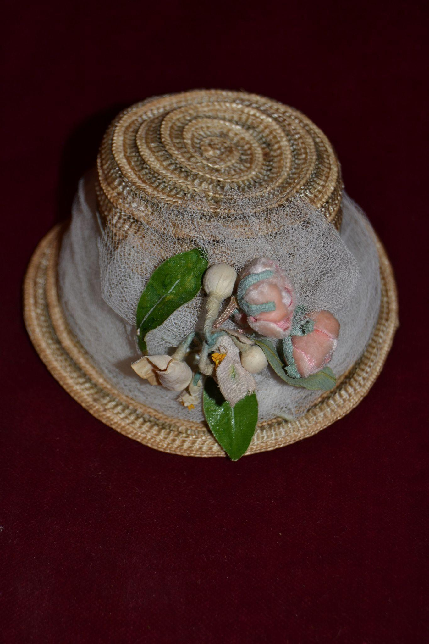 Sweet and charming straw hat for your doll