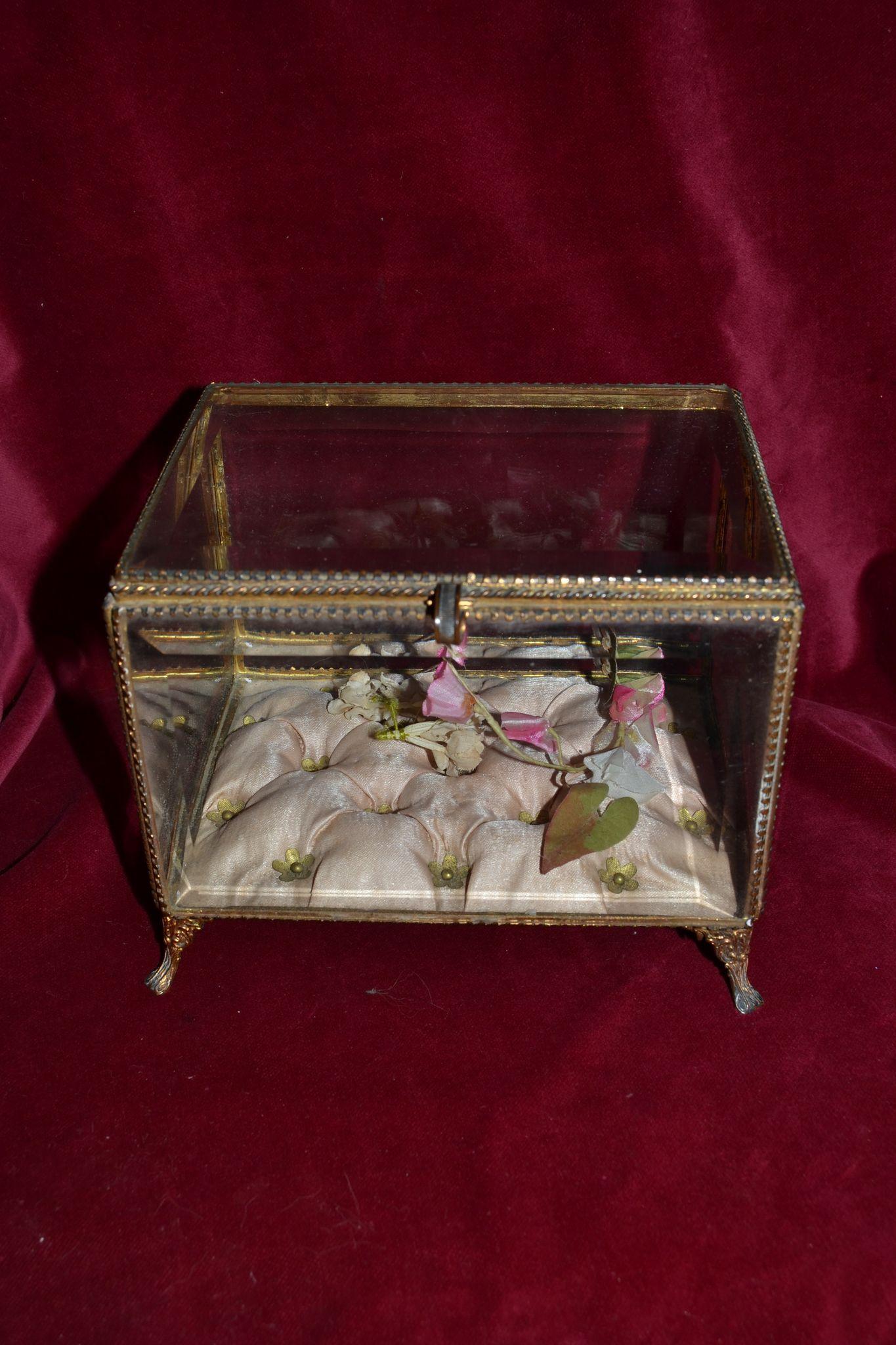 antique french ormolu wedding vitrine from lafarandolls on. Black Bedroom Furniture Sets. Home Design Ideas