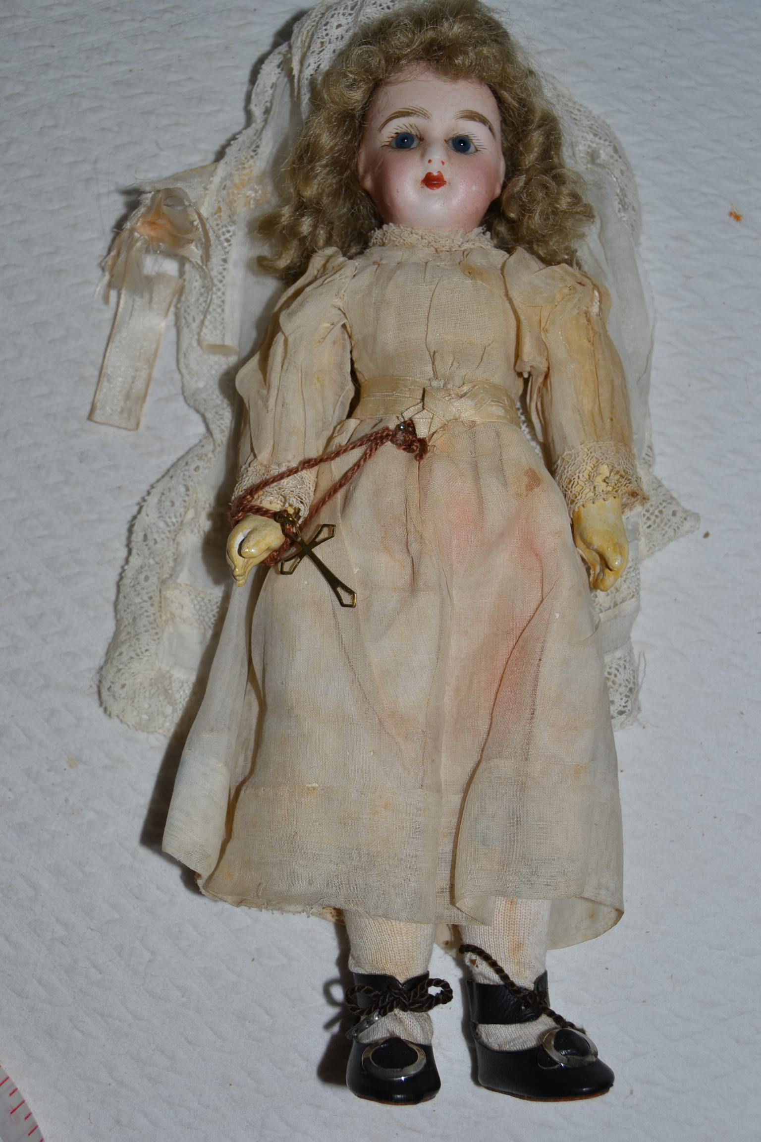 Nice pressed bisque french bebe in communion outfit