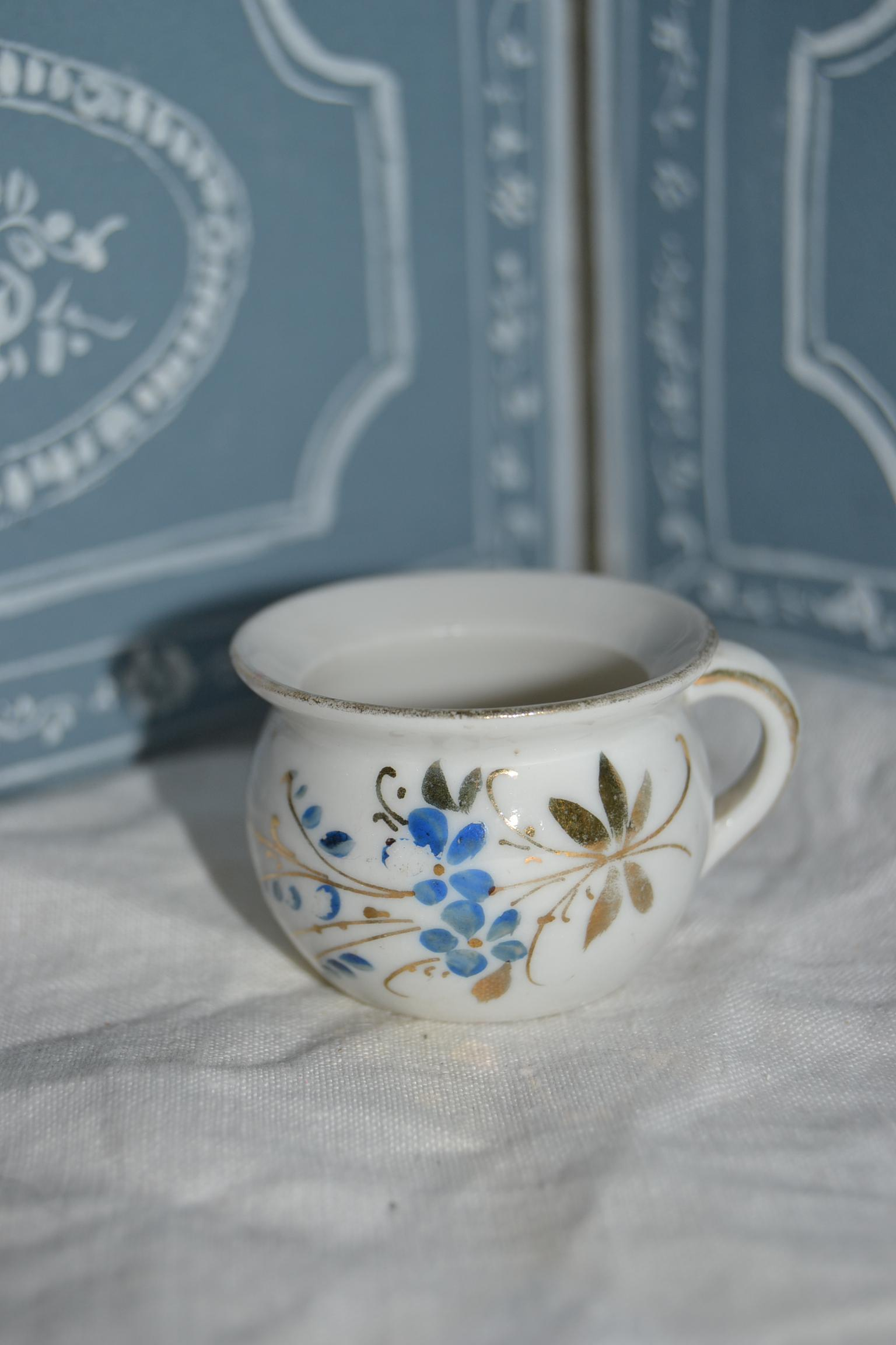 Little french chamber pot for your doll
