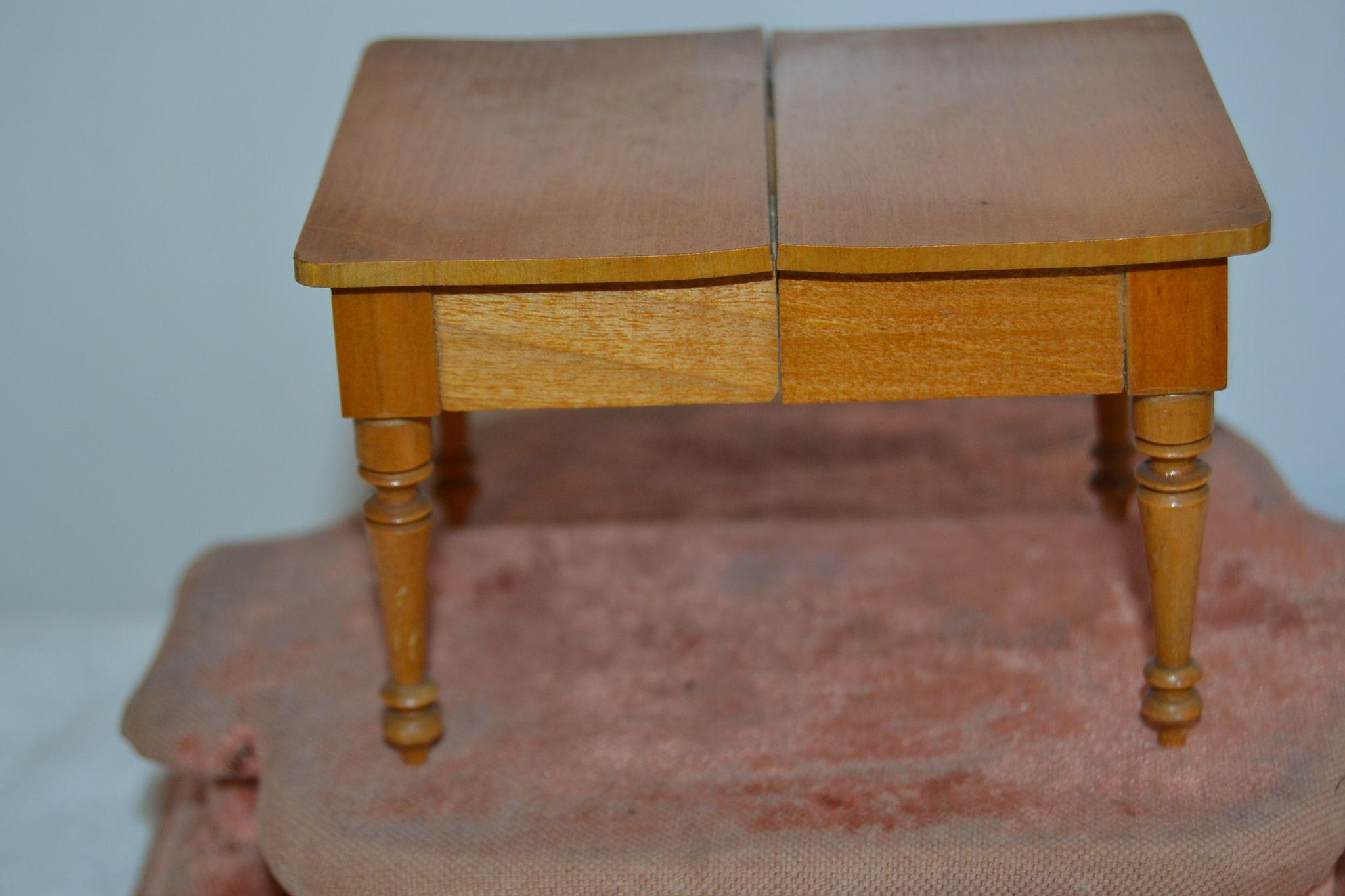 1900 Extension table for your doll's house