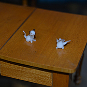 2 Tiny glass decorative piece, cat and bird