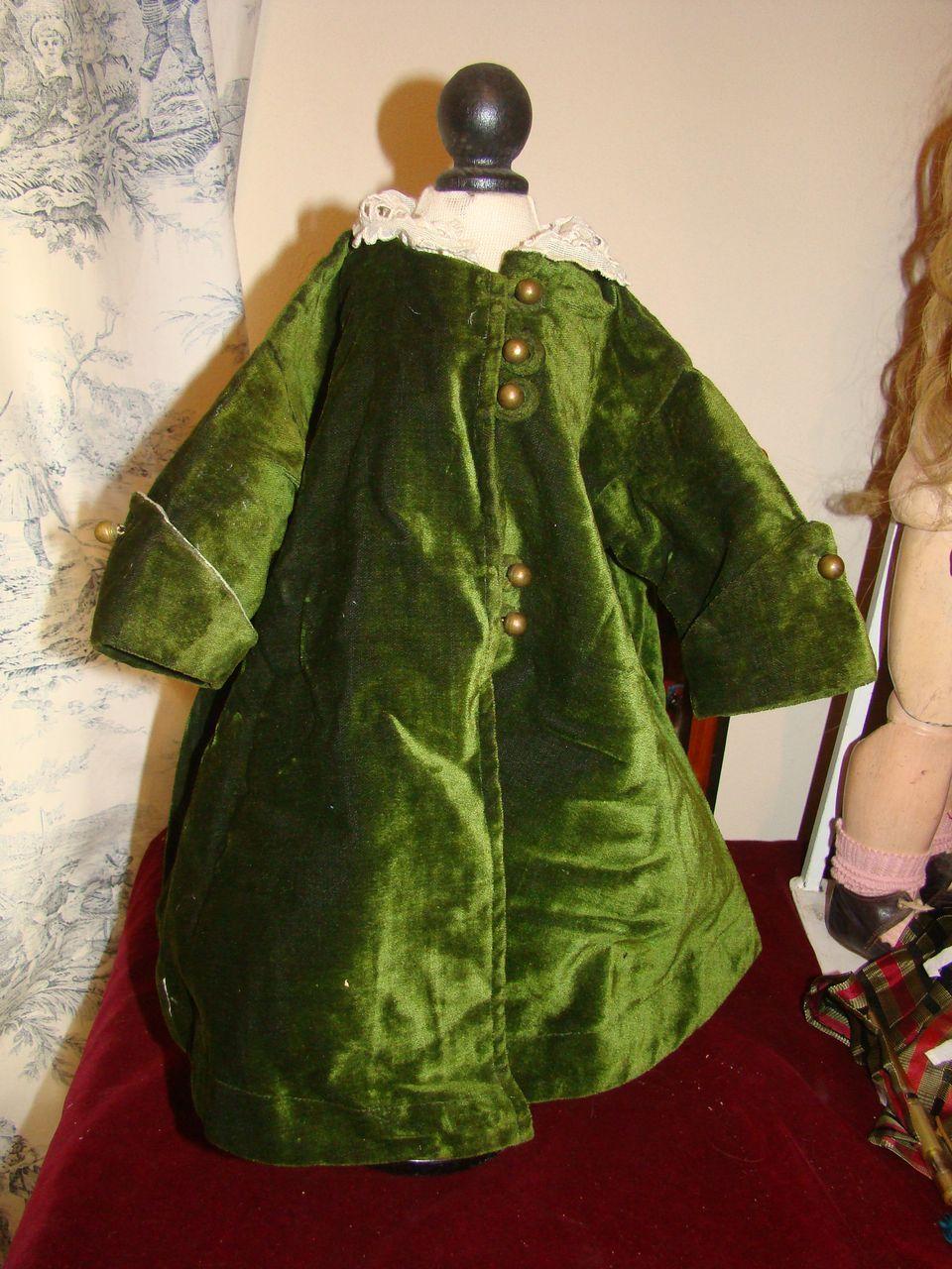 Green antic velvet coat for french bébé