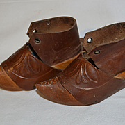Rare antic child's clog never wear and with gold medal label