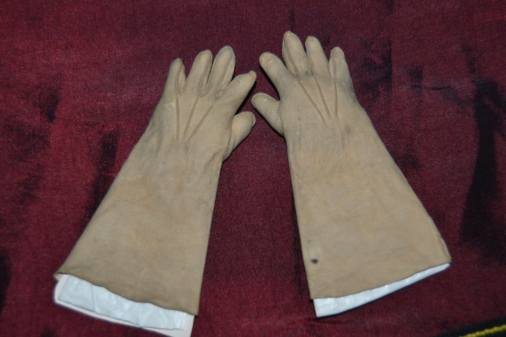 Lovely antique gloves for French Bebe