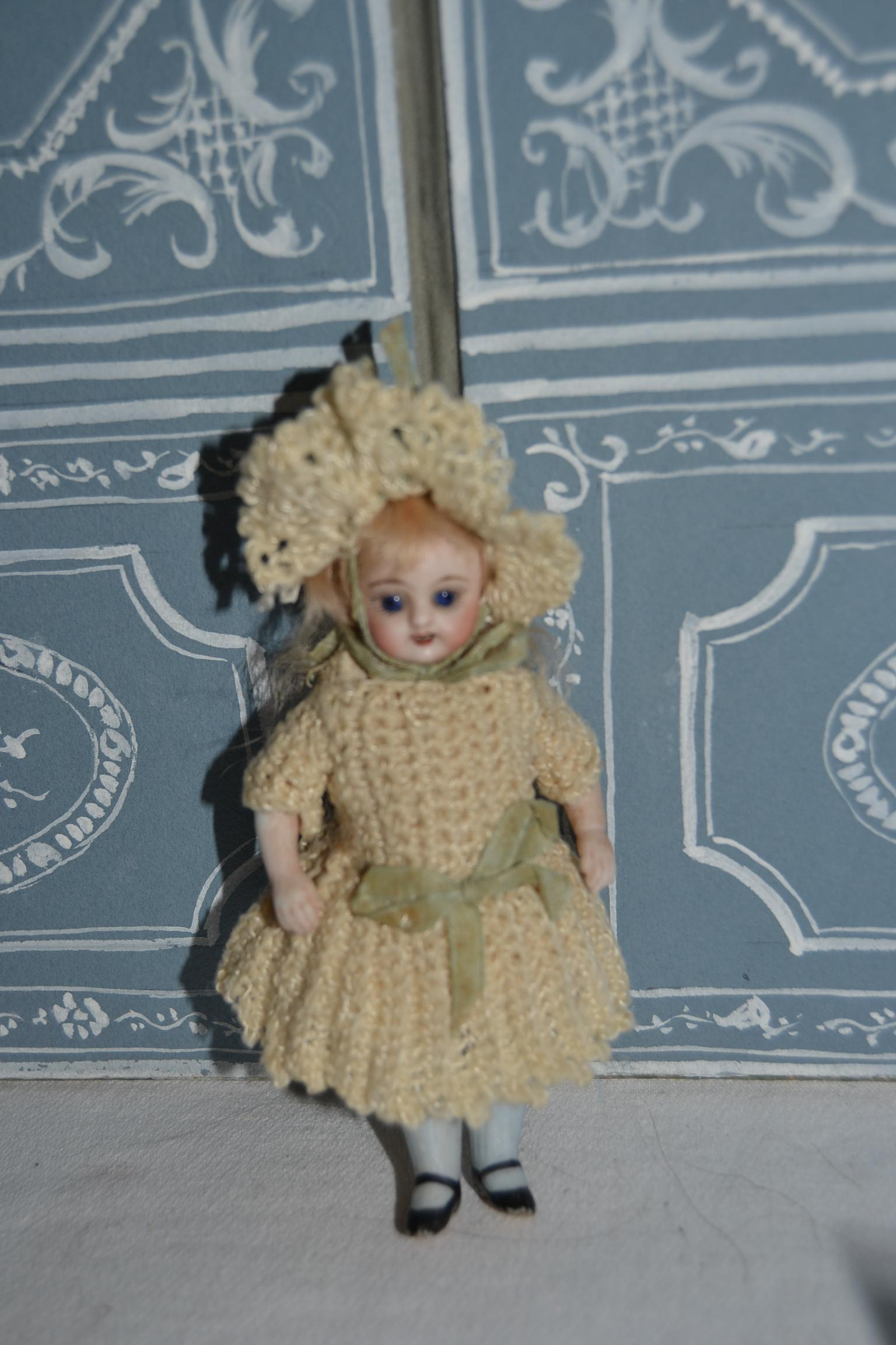 """5"""" tall Lovely square teeth all bisque simon and halbig doll"""