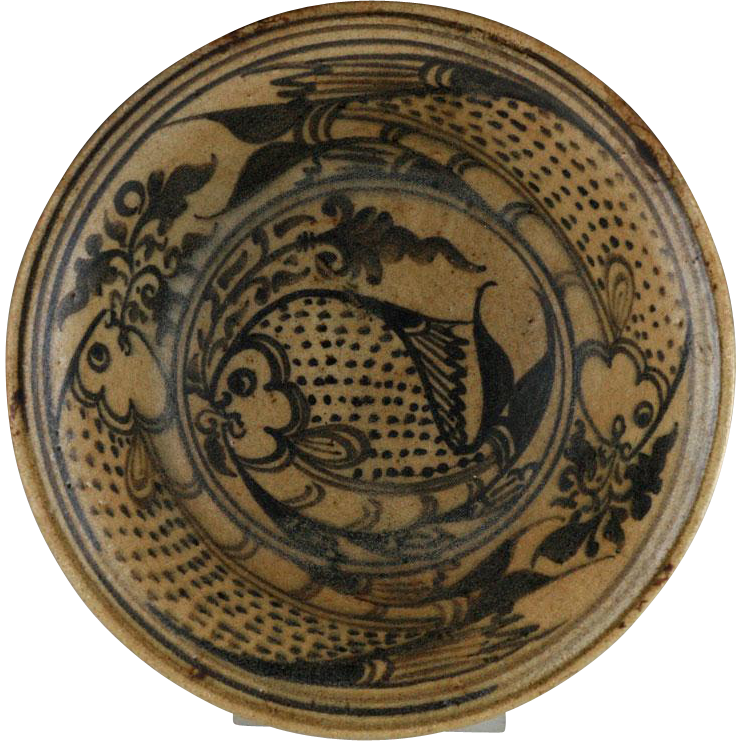 Exceptional Northern Thai pottery bowl with fishes, 14th.-16th. cent