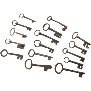 Collection of 15 very large Late medieval-renaissance iron keys!