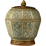 Covered Thai Sawankhalok blue & white pottery jar, 16th cent.