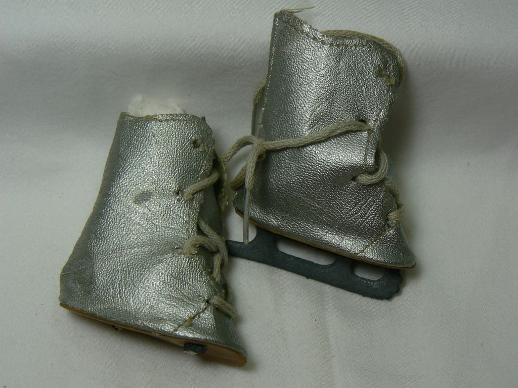 Vintage Doll Ice Skates Silver and needs tlc.