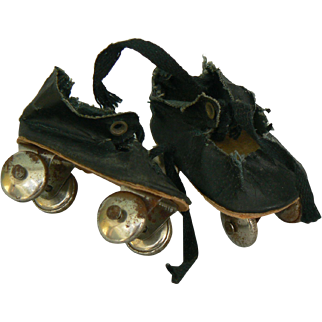 Vintage old doll roller skates or rollerskates need tlc but cute.