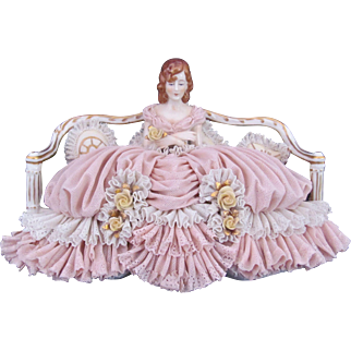 Dresden Porcelain Lace Figure Figurine On Settee Vintage c.1955 Franz Witter
