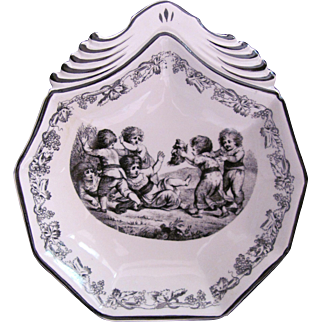 Mottahedeh Dish Plate Children with Severed Head or Mask Creil Reproduction