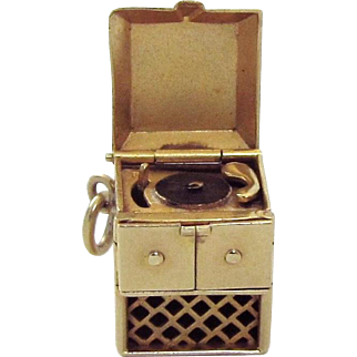 Vintage 14K Gold Walter Lampl 3D Movable Console Record Player Phonograph Charm