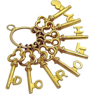 Vintage 9ct. Gold Dorothy Skeleton Keys with Love Hearts on Key Ring Charm 9K