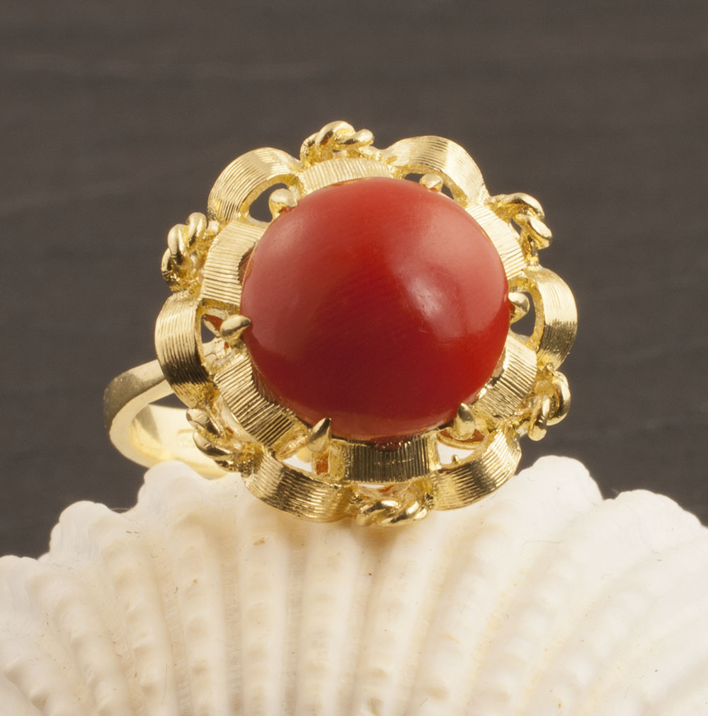Vintage 18 Karat Gold Red Coral Ring